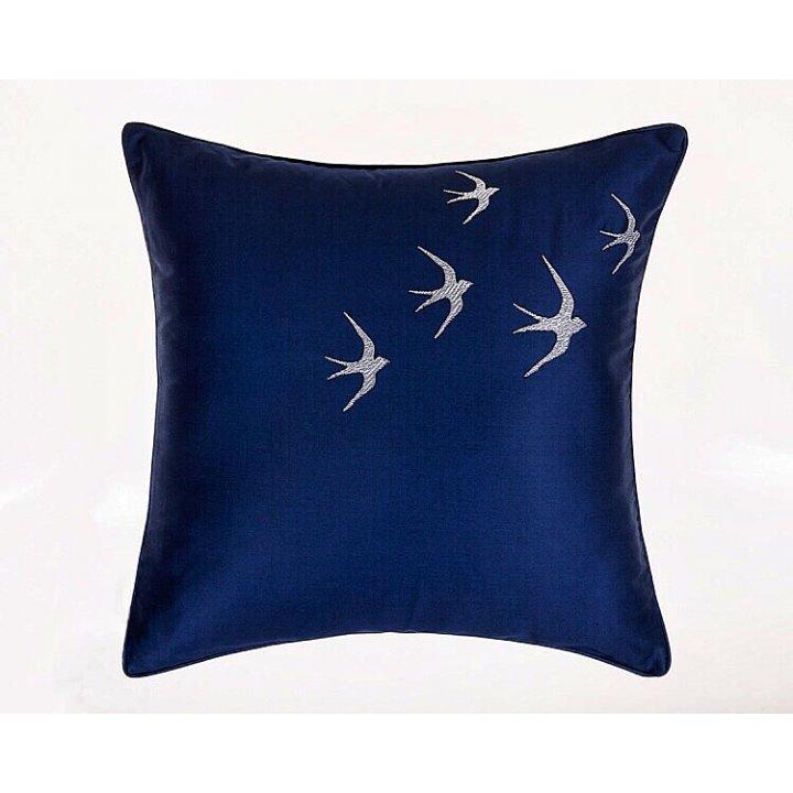 Декоративная наволочка «Ласточки», цвет: синий (42х42 см, сатин: 100% хлопок)